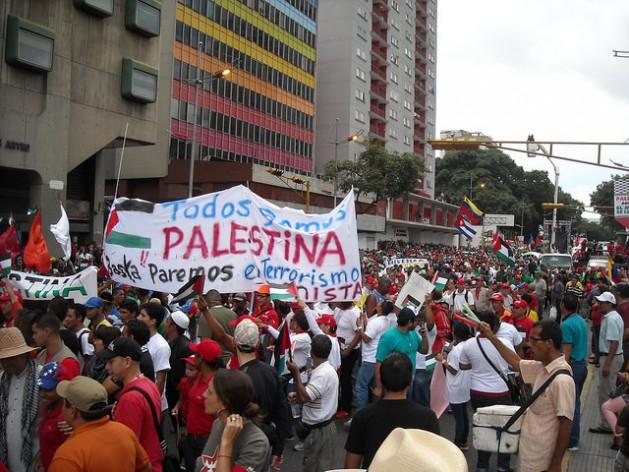مظاهرات إدانة العدوان الإسرائيلي علي غزة في كاراكاس، بشعارات … كلنا فلسطن…-Credit: Raúl Límaco /IPS