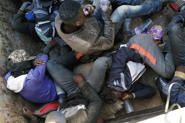 """L'OIM è """"seriamente preoccupata"""" per i migranti bloccati al confine tra Algeria e Niger"""